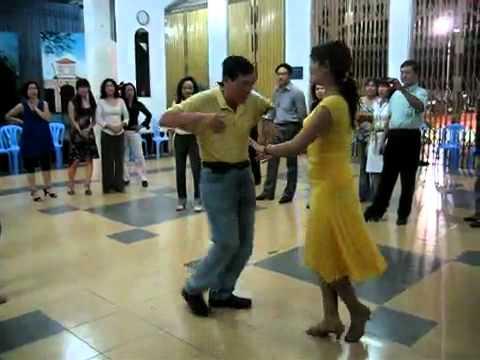 Khiêu vũ chuyên đề Bebop vũ sư  Anh Tuấn & cô Huyền Thơ