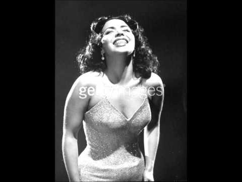 María Victoria - Mil Noches