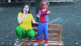 Cadu tornou se um super herói e ajuda seus amigos became a superheroes and helps her friends