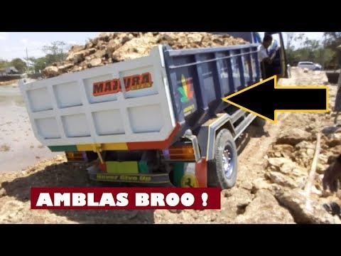Dump Truck Canter Amblas Saat Bongkar Tanah Sirtu | Omner Driver Jobs