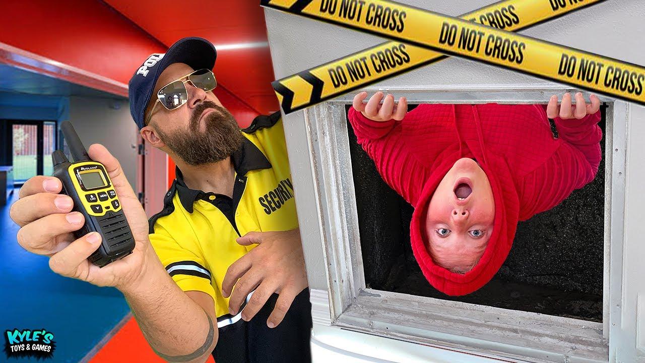 Escape Security DAD vs SECRET Cyber SPY BOYS and Hacker MOM!