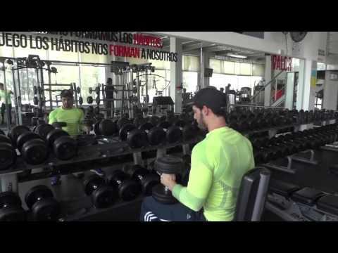 Serie para hombro con Adrian en Vía Fitness Wellness Center Puebla