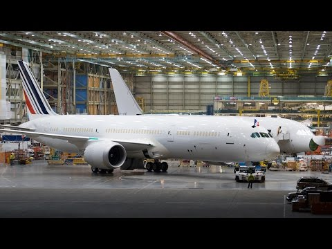 First Air France 787 Rolls Out of Factory in Seattle