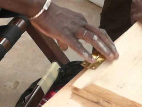 Mise en place charniere meuble design africain youtube for Meuble africain