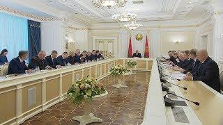 Демографическую ситуацию и поддержку семей с детьми обсуждают на совещании у Лукашенко