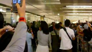 100429 Junho and Junsu at Changi Airport
