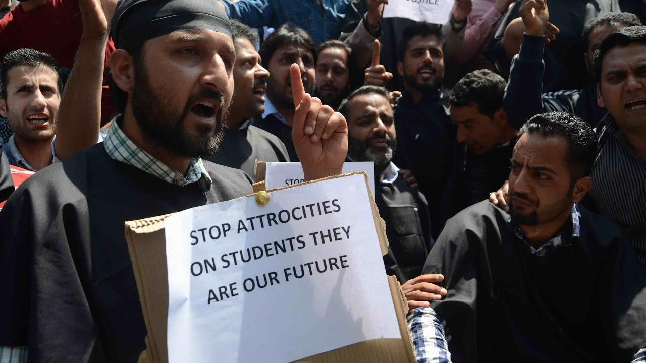 student-protest-in-kashmir-colleges-shut