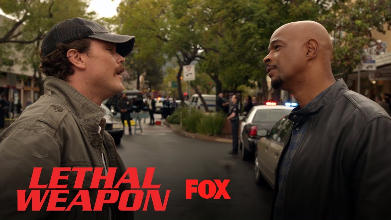 Riggs & Roger Meet At The Crime Scene | Season 2 Ep. 15 | LETHAL WEAPON