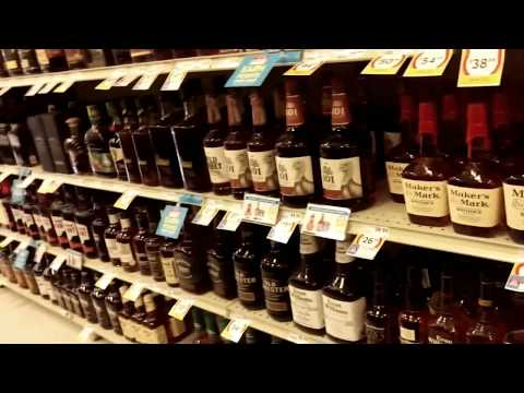 """США Вино-водочный магазин. Водка """"Столичная"""", сколько стоит?"""