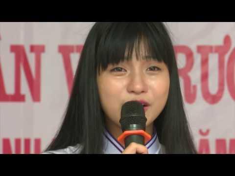 Những giọt nước mắt trong buổi lễ tri ân học sinh lớp 12 khóa 1998 trường THPT Cổ Loa