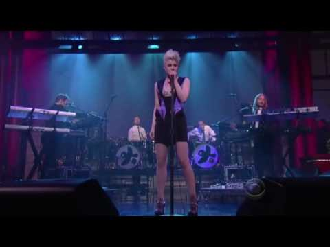 Robyn - Dancing on My Own (Letterman 07-19-10)