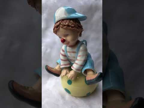 Ceramics HE106 31K Clown On The Ball Music Box