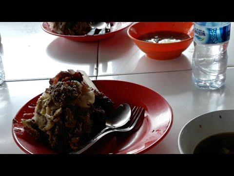 makan-di-warung-babi-guling-sangeh