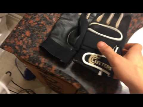 HOW TO CLEAN FOOTBALL GLOVES.   STICKY FOOTBALL GLOVES FOR FREE