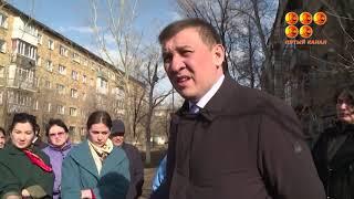 На недовольства жителей 21 микрорайона Пришахтинска отреагировал аким области  Он побывал в одном из