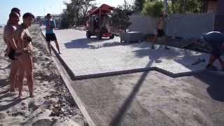 5а.Казимир - мастер класс по укладке тротуарной плитки...;)(, 2015-05-24T10:30:37.000Z)