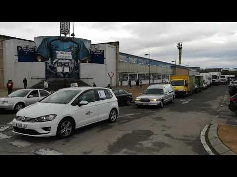 Vídeo: Una caravana de más de 400 coches y camiones de proveedores protestan por las calles del Bierzo en favor de la hostelería
