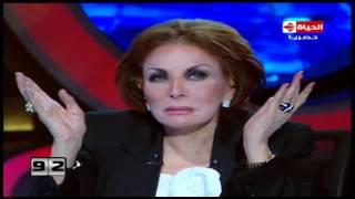 """فيديو لبنى عبد العزيز تفاجئ مذيعة برنامج """"100 سؤال"""" بعدد المرات التي تعرضت فيها للخيانة الزوجية!"""