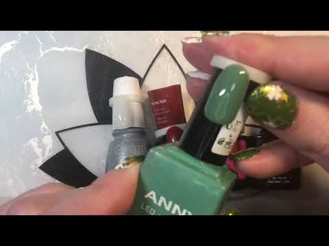 Organizing Your Nail Polishes To See The True Colors Of The Polishes