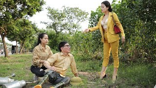 The female secretary come back to the countryside to flatter the partner being casted away directly