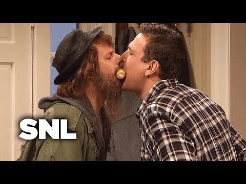 Kissing Family: Thanksgiving  SNL