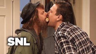 Kissing Family: Thanksgiving - SNL