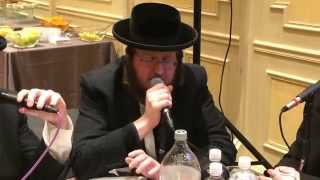 Moshe Laufer with the Shira choir singing נאמן