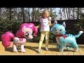 ديانا تلعب بدميتها الصغيرة.قصة ة مع البالونات