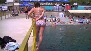 Пляж Дельфин Ялта (скл)(Пляж в Ялте Дельфин, на 2013 год пляж составит хорошую конкуренцию массандровскому пляжу... Добавлены разные..., 2013-06-26T15:47:51.000Z)