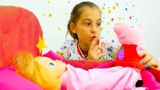 Свинка Пеппа играет с куклой. Игрушки Свинка Пеппа - Мультики для девочек