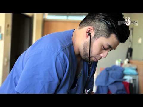 Krankenpfleger/-in