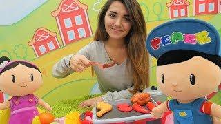 Çizgi film oyuncakları. Pepee ve Şila ile eğlenceli çocuk videosu. Yemek yapma