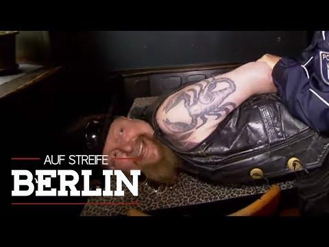 Kneipe einer Rockerbande: Warum greifen sie das Pärchen an? | Auf Streife - Berlin | SAT.1 TV