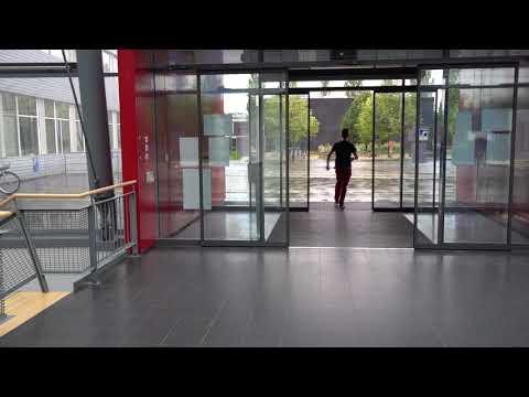 Presenter meets Glass Door at TUM