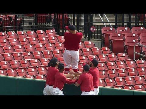 PIT@STL: Cardinals players perform trust fall pregame