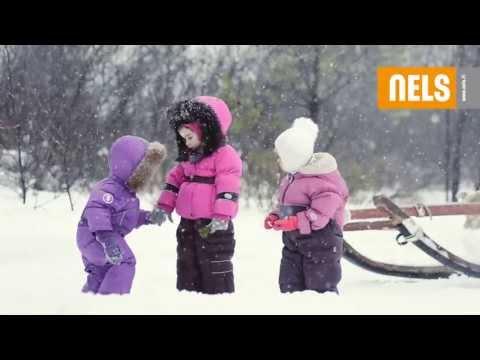 Всевозможные утяжки, кулиски, ветрозащитные планки, манжеты, гетры помогают удерживать теплый воздух внутри детского комбинезона, куртки или пальто. Регулируемый капюшон с натуральным мехом енота – необходимость, он защищает лицо ребенка от холодного ветра. Все эти и многие другие.