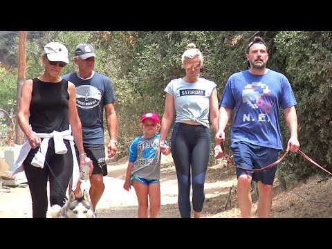 Ben Affleck Is Having A BLAST Hiking With The Whole Shookus Family!!!