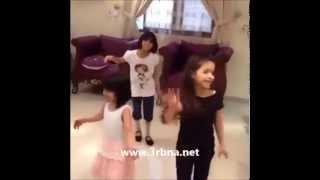 رقص بنت سعوديه  على كيك بنات السعودية 2015