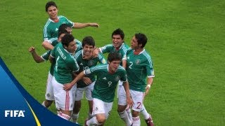 El Tri pull two out in the rain