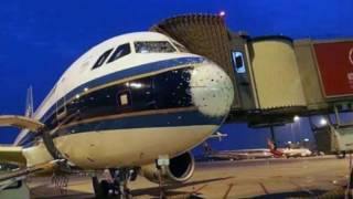pilots forced to land a plane blind after hailstones severely damage both windshields video