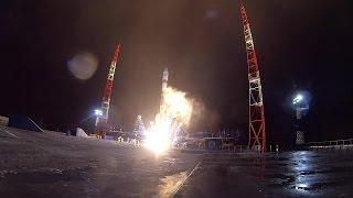 روسيا تطلق قمرين اصطناعيين عسكريين إلى مداريهما (فيديو)