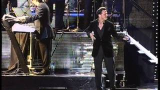 Luis Miguel - Ella Es Asi (LIve 2010)