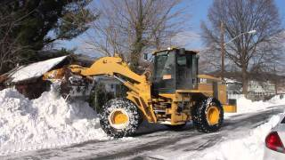 Cat 938G upclose plowing snow