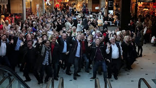 Flashmob in Stockholm. 150 people singing Euphoria in the middle of a shopping mall