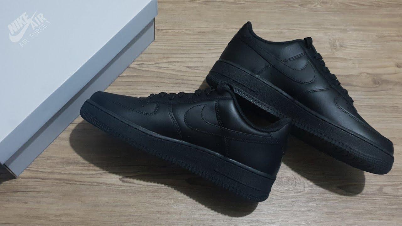 blanco elevación Irregularidades  NIKE Air Force 1 '07 ' Triple Black ' UNBOXING + CLOSER LOOK #airforce1 #af1  #sneakers #lifestyle - YouTube