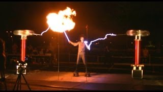 The Masters Of Lightning And Their Singing Tesla Coils - August 2nd, 2013 At MuseCon