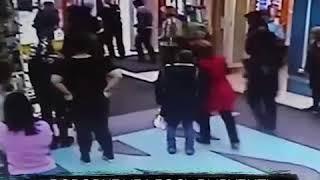 Драка в торговом центре
