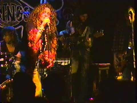 """Angel Forrest chante """"Kozmic Blues"""" aux Beaux Esprits le 02 dec.1994"""