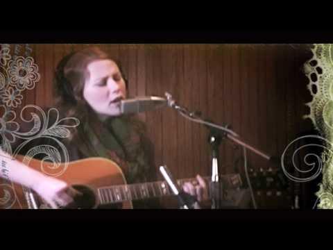 """Allison Moorer """"The Broken Girl"""" (Studio Session)"""