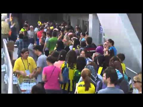 Women and children first, with the men nowhere / Fenerbahce - Manisaspor Football Game